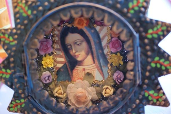 Guadalupe tin round nicho box