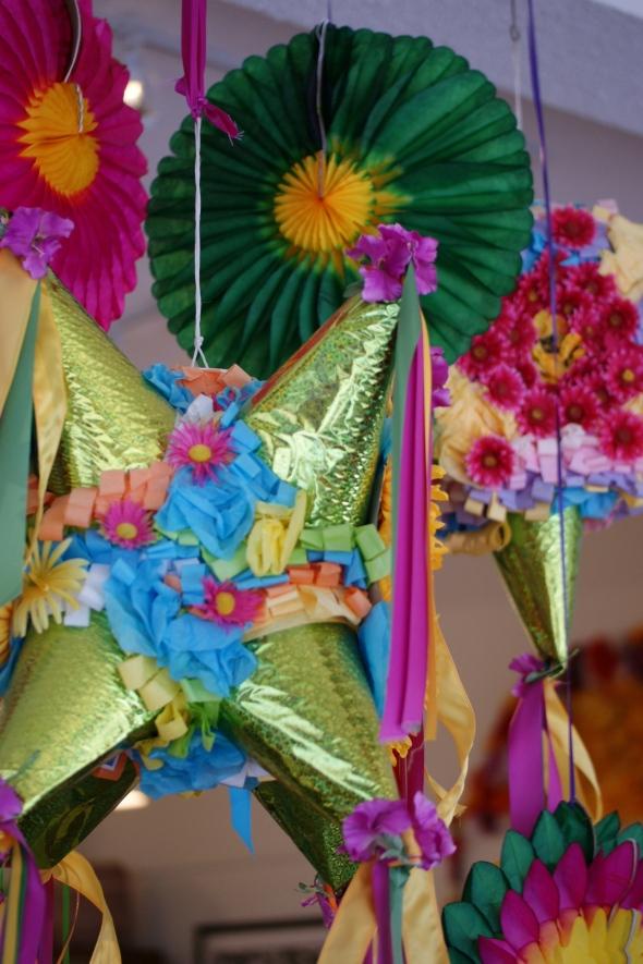 Flores of paper, pinatas