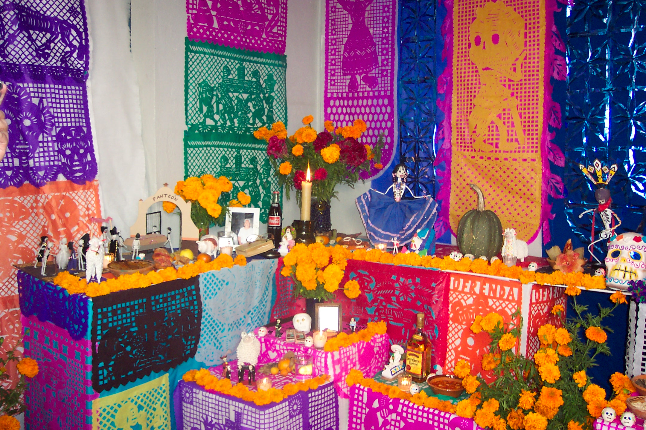 Build A Day Of The Dead Ofrenda To Honor Your Departed